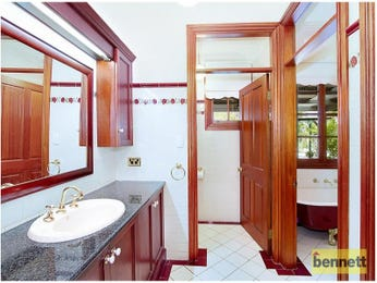 Timber in a bathroom design from an Australian home - Bathroom Photo 7405417