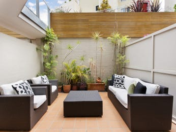 Outdoor living design with retaining wall from a real Australian home - Outdoor Living photo 7745453