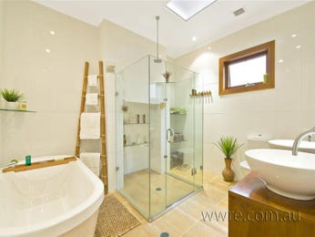 Classic bathroom design with corner bath using ceramic - Bathroom Photo 246065