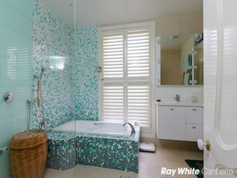 Retro bathroom design with floor-to-ceiling windows using frameless glass - Bathroom Photo 247335