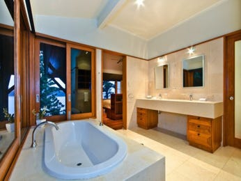 Modern bathroom design with floor-to-ceiling windows using wood panelling - Bathroom Photo 15910725