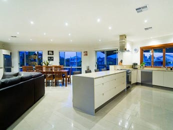 Modern l-shaped kitchen design using marble - Kitchen Photo 462362