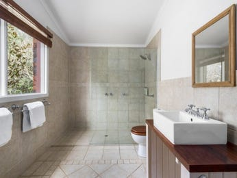 Ceramic in a bathroom design from an Australian home - Bathroom Photo 16367725