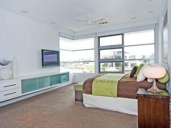 Modern bedroom design idea with carpet & built-in shelving using beige colours - Bedroom photo 360583