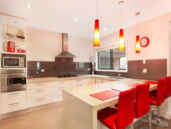 Pendant lighting in a kitchen design from an Australian home - Kitchen Photo 8127229