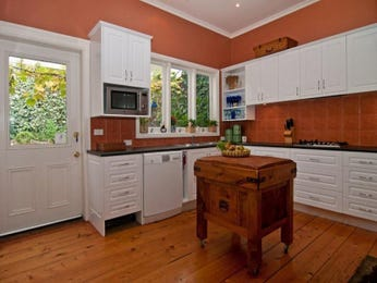 Art deco kitchen designs with breakfast bar and open shelving for Art deco kitchen design ideas