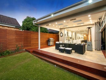 Outdoor living design with retaining wall from a real Australian home - Outdoor Living photo 8339961