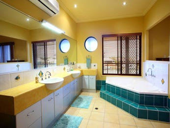 Bathroom Ideas With Spa Bath In Blue Green Red And Yellow