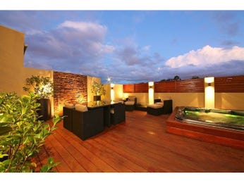 Outdoor living design with deck from a real Australian home - Outdoor Living photo 7550153