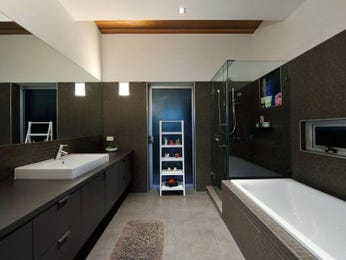 Modern bathroom design with recessed bath using tiles - Bathroom Photo 417682