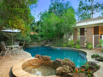 Freeform pool design using natural stone with outdoor dining & outdoor furniture setting - Pool photo 486409