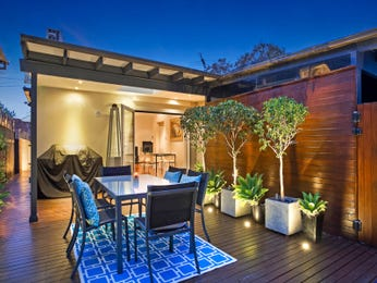 Outdoor living design with outdoor dining from a real Australian home - Outdoor Living photo 16979229