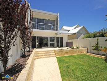 Concrete modern house exterior with balcony & landscaped garden - House Facade photo 502300