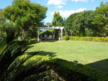 Landscaped garden design using grass with outdoor dining & ground lighting - Gardens photo 258434