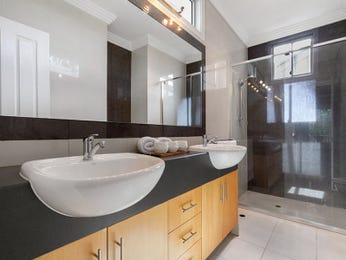Frameless glass in a bathroom design from an Australian home - Bathroom Photo 8653525