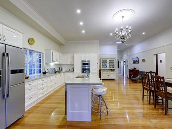 Modern kitchen-dining kitchen design using floorboards - Kitchen Photo 7380997