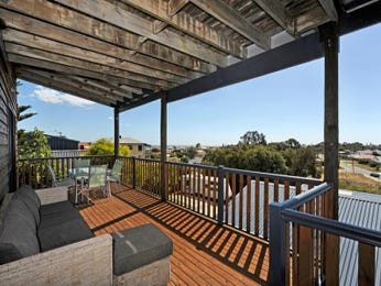 Outdoor living design with outdoor dining from a real Australian home - Outdoor Living photo 796008