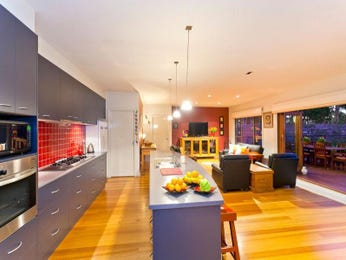 Modern open plan kitchen design using floorboards - Kitchen Photo 1250510