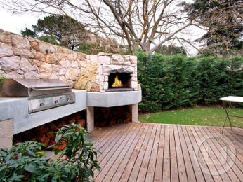 Outdoor living design with bbq area from a real Australian home - Outdoor Living photo 515866