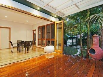 Casual dining room idea with timber & bi-fold doors - Dining Room Photo 1412911