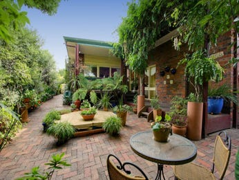 Enclosed outdoor living design with bbq area & hedging using brick - Outdoor Living Photo 1065896