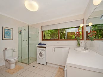 Chrome in a bathroom design from an Australian home - Bathroom Photo 803320