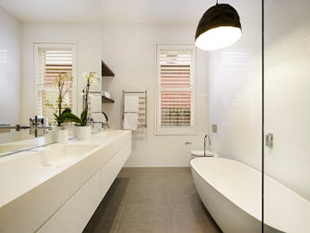 Frameless glass in a bathroom design from an Australian home - Bathroom Photo 15032185