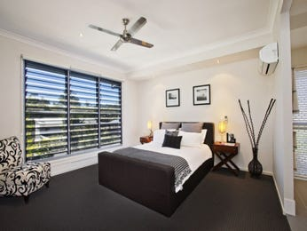 Modern bedroom design idea with carpet & louvre windows using black colours - Bedroom photo 1484613