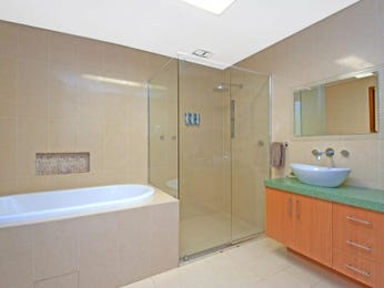 Frameless glass in a bathroom design from an Australian home - Bathroom Photo 1305789