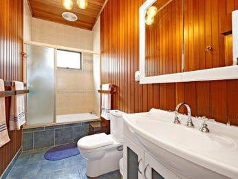 Ceramic in a bathroom design from an Australian home - Bathroom Photo 1240428