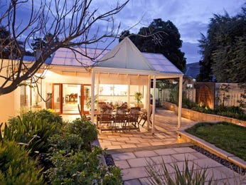 Outdoor living design with outdoor dining from a real Australian home - Outdoor Living photo 534954