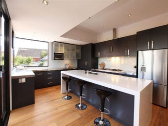 Modern open plan kitchen design using floorboards - Kitchen Photo 1181649