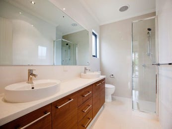 Modern bathroom design with twin basins using ceramic - Bathroom Photo 878713