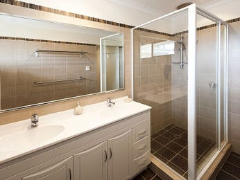 Modern bathroom design with twin basins using glass - Bathroom Photo 828231