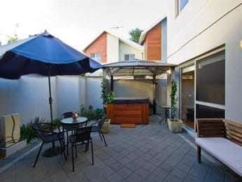Outdoor living design with outdoor dining from a real Australian home - Outdoor Living photo 862047