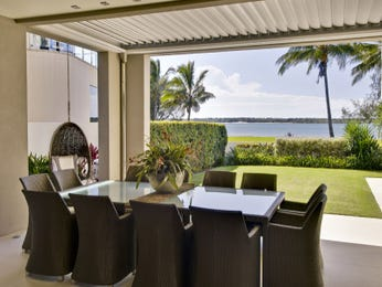 Enclosed outdoor living design with outdoor dining & outdoor furniture setting using grass - Outdoor Living Photo 1296662