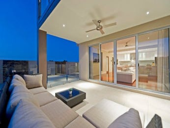 Outdoor living design with glass balustrade from a real Australian home - Outdoor Living photo 916557