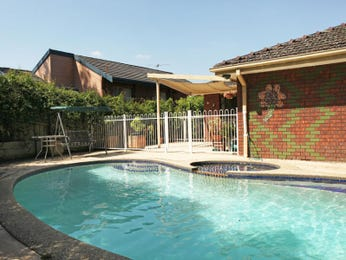 Freeform pool design using brick with outdoor dining & outdoor furniture setting - Pool photo 601571