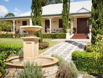 Baroque garden design using grass with balcony & cubby house - Gardens photo 315366