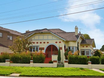 Concrete californian bungalow house exterior with brick fence & hedging - House Facade photo 484917