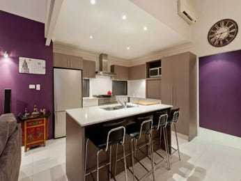 Modern island kitchen design using tiles - Kitchen Photo 649883