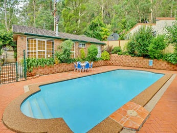 In-ground pool design using brick with decking & hedging - Pool photo 995424