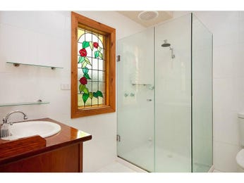 Frameless glass in a bathroom design from an Australian home - Bathroom Photo 1026521
