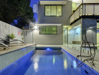 In-ground pool design using glass with glass balustrade & sculpture - Pool photo 813280