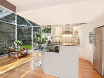 Modern island kitchen design using glass - Kitchen Photo 1190363