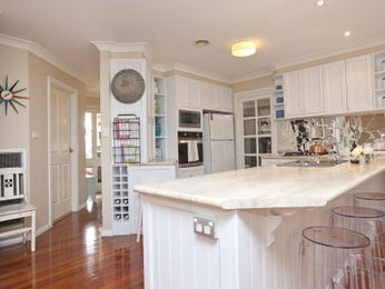 Country u-shaped kitchen design using floorboards - Kitchen Photo 1255096