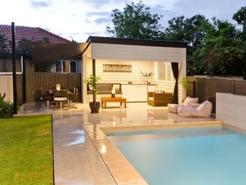 Photo of a geometric pool from a real Australian home - Pool photo 542095