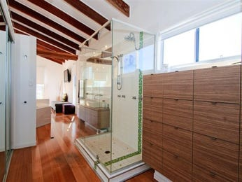 Frameless glass in a bathroom design from an Australian home - Bathroom Photo 757806