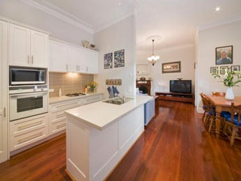 Classic open plan kitchen design using floorboards - Kitchen Photo 1083453