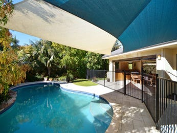 In-ground pool design using grass with decking & shade sail - Pool photo 1416417
